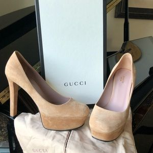 Super condition worn once Gucci platform pump